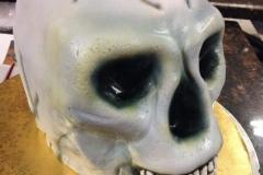 NOV-31-skull-cake