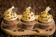 cupcakes-choc-leaves-cream-yellow