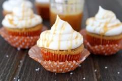 pumpkin-cupcakes-with-salted-caramel